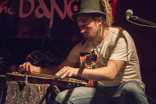 Wille and the Bandits, John Butler Trio, Ocean, Your First Guitar, Choosing a Guitar, Music Blog, Music Magazine, Guitar Equipment, Acoustic, Electric,